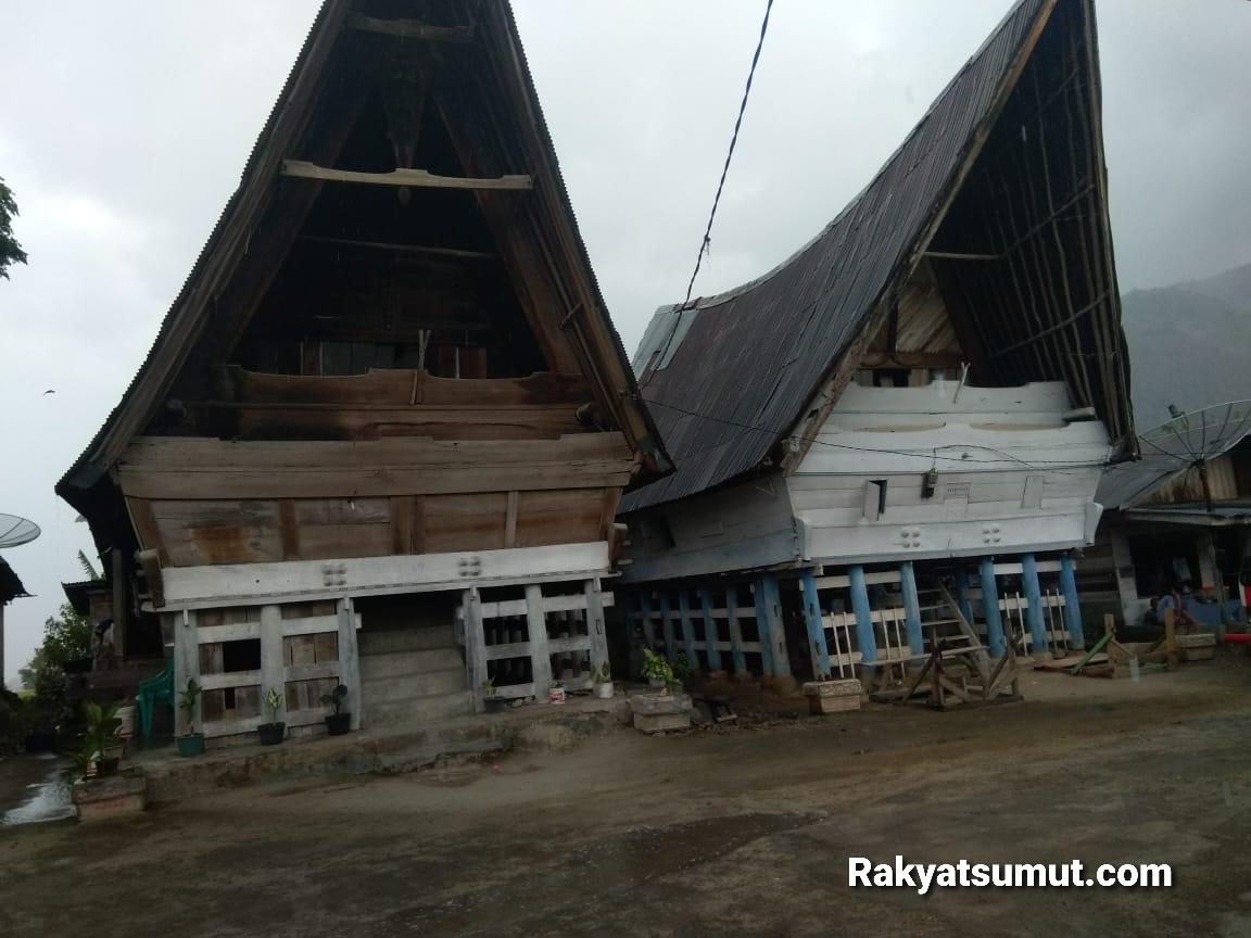 Rumah adat Batak di Dusun Siambat Dalan, Desa Lintong Nihuta. Foto: Rakyatsumut.com/ Ucis
