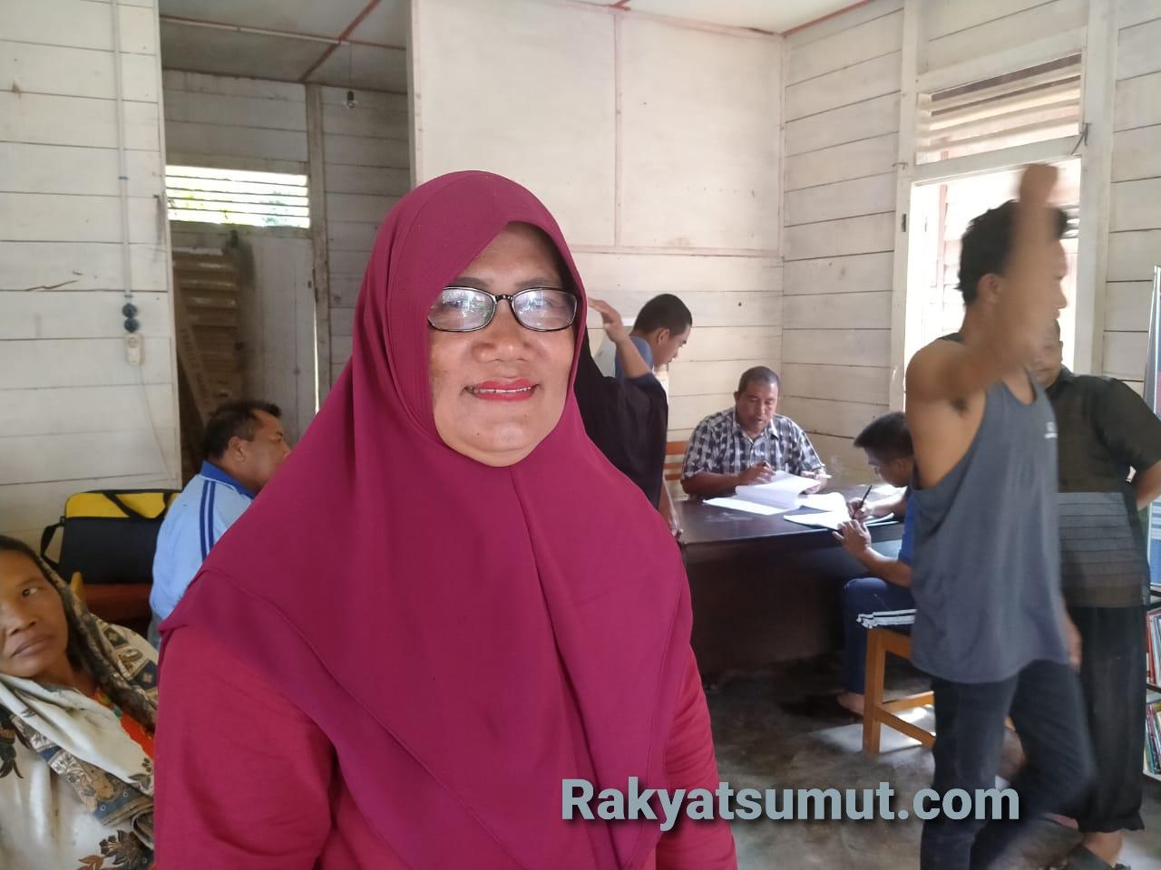 Pj Kepala Desa Bottot, Kecamatan Sorkam, Tapanuli Tengah, Asmawati Situmeang. Foto:Rakyatsumut.com/Afip