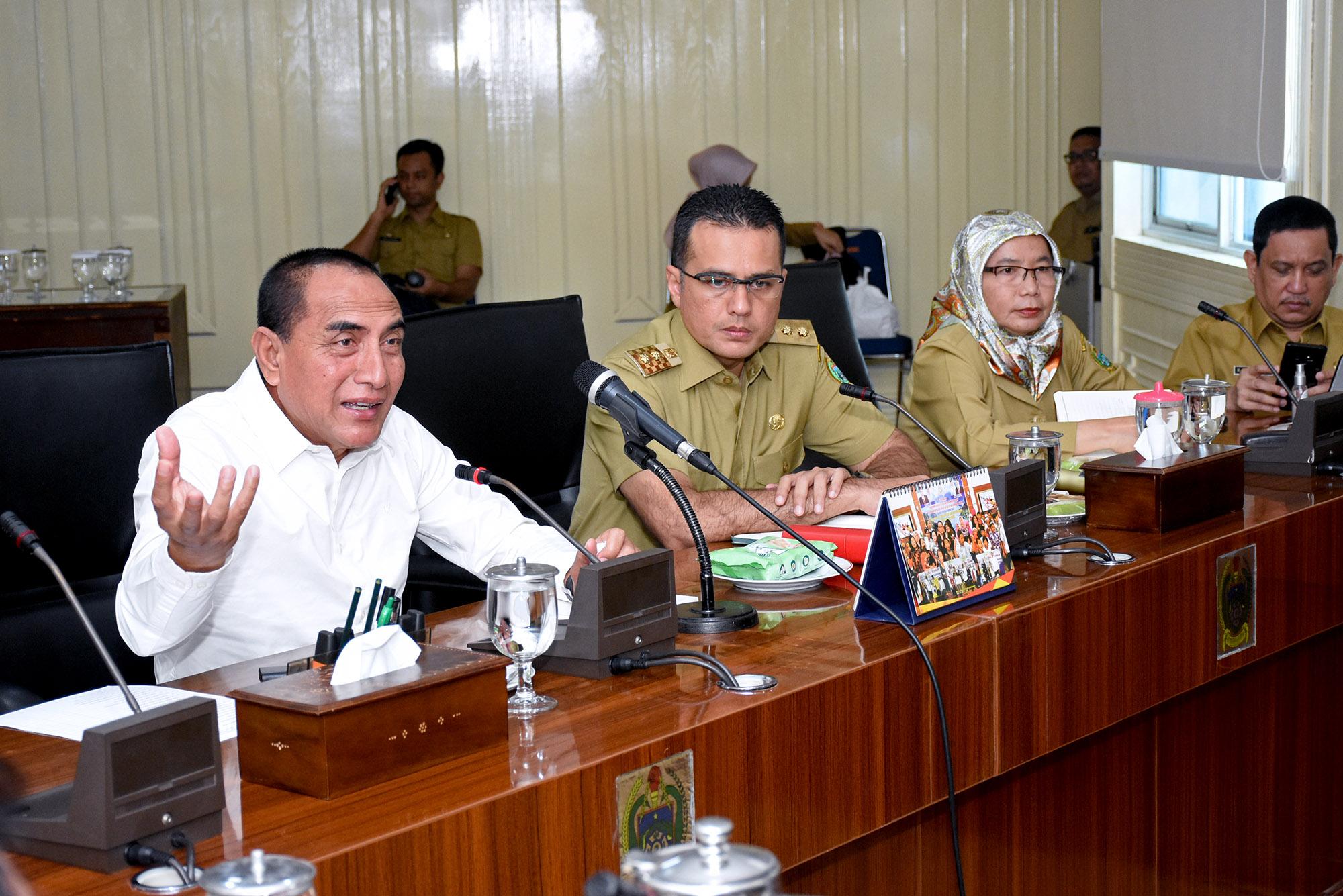 Gubernur Sumut Edy Rahmayadi memimpin rapat penanggulangan wabah Covid-19. Foto: Biro Humas dan Keprotokolan Setdaprovsu/ Imam Syahputra