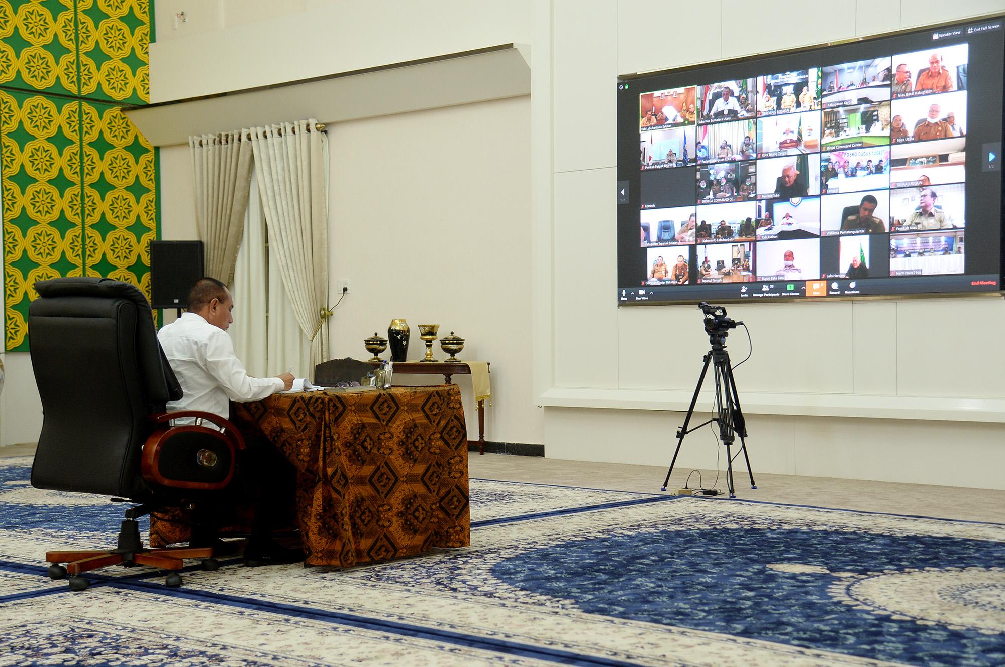 Gubernur Sumut, Edy Rahmayadi saat memimpin teleconfrence dengan kepala daerah se Sumut. Foto: Istimewa