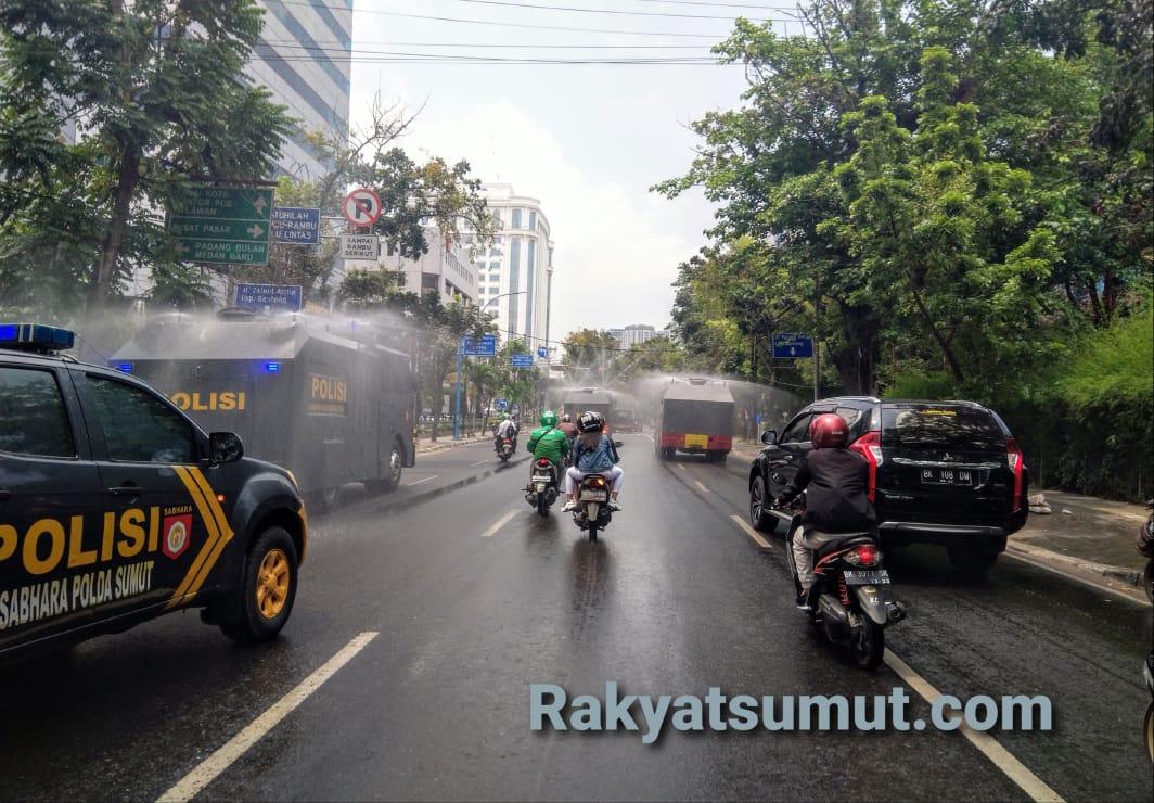 Penyemprotan disinfektan. Foto: Rakyatsumut.com