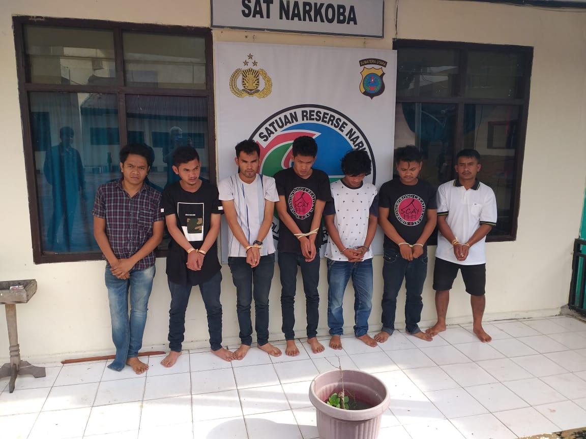7 orang tersangka pengguna Narkotika jenis Ganja diamankan di Satuan Narkoba Taput. Foto: Istimewa