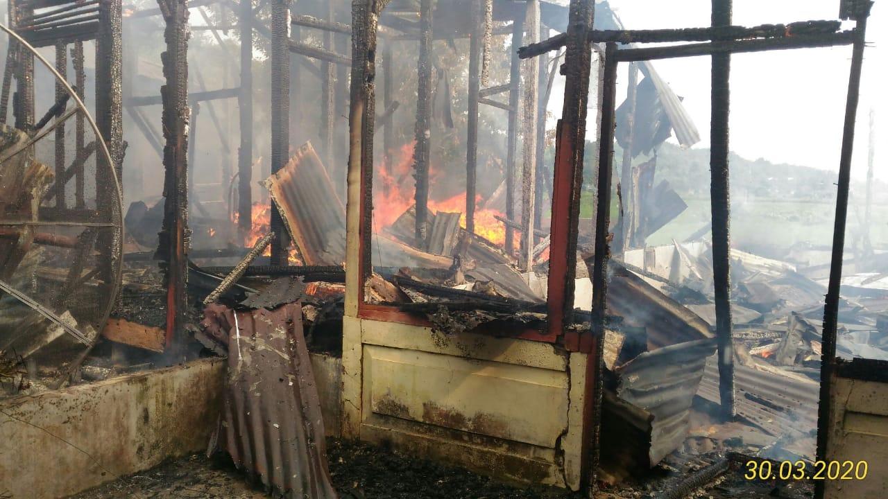 Api menjalar dirumah warga. Foto: Istimewa