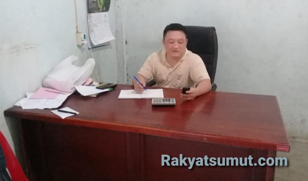 Oskar Sasmita, pengusaha Karet dan Kopra di Nias Selatan. Foto: Rakyatsumut.com/ Saksikan Sarumaha