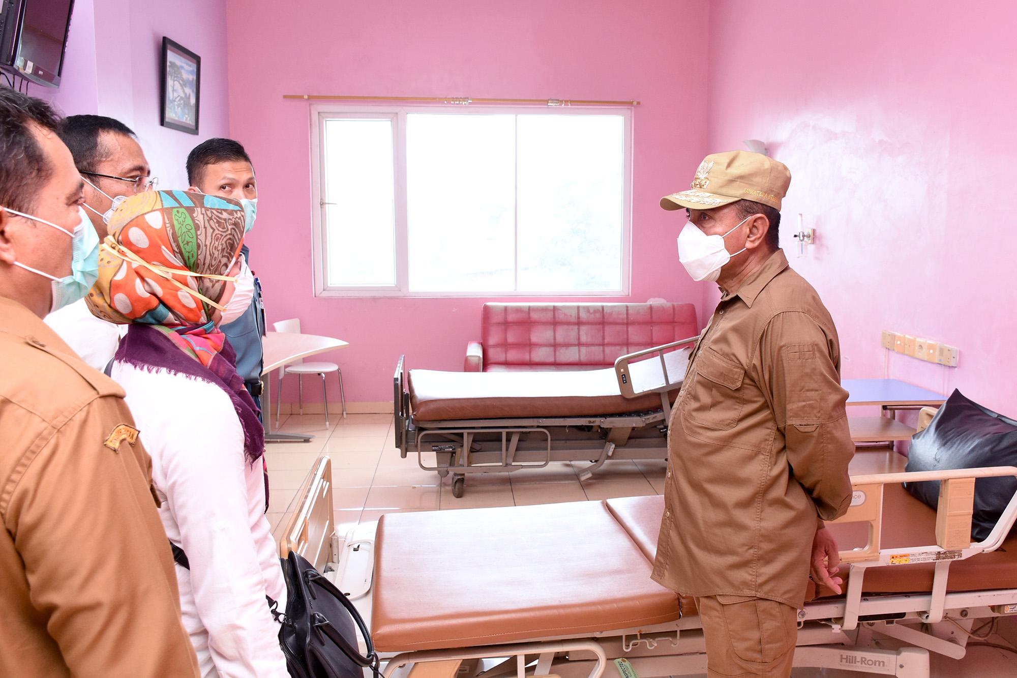 Gubernur Sumut, Edy Rahmayadi saat meninjau persiapan Rumah Sakit Martha Friska II yang merupakan Rumah Sakit Rujukan. Foto: Biro Humas dan Keprotokolan Setdaprov Sumut/ Imam Syahputra