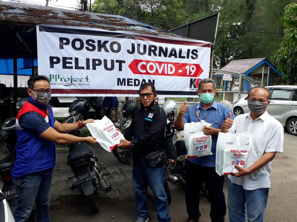 Awak Jurnalis saat menerima produk UMKM dari PT Pertamina MOR I. Foto: Istimewa