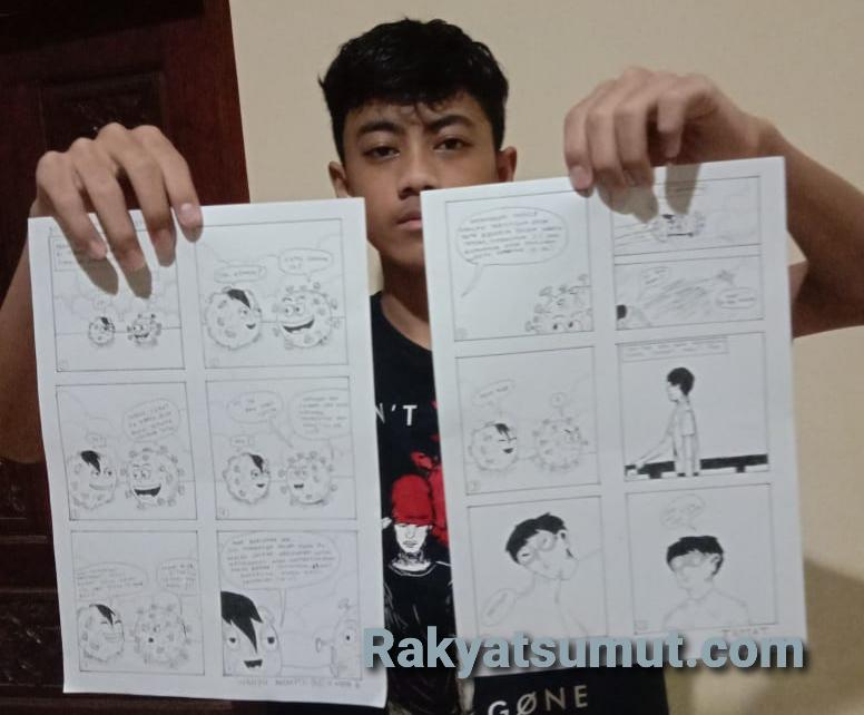 Adianto menunjukkan komik hasil lukisan pensilnya. Foto: Rakyatsumut.com