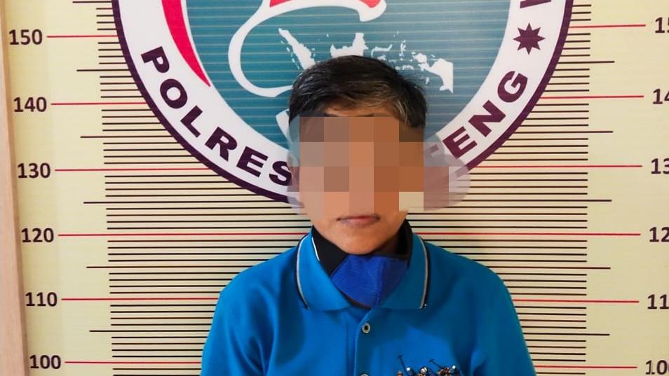 RS usai ditangkap Opsnal Polres Tapteng karena diduga memiliki narkoba. Foto: Istimewa