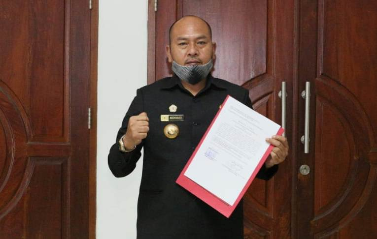 Bupati Tapanuli Utara Nikson Nababan, usai menerima laporan hasil pemeriksaan keuangan Kabupaten Tapanuli Utara dengan Opini WTP, Senin (27/4/2020). Foto: Istimewa