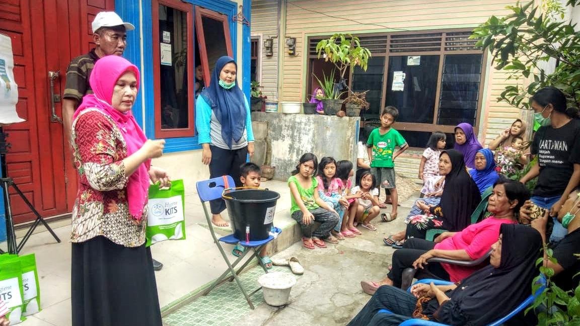 Pengurus YAFSI melakukan penyuluhan kepada kelompok Lanjut Usia di Medan. Foto: Istimewa