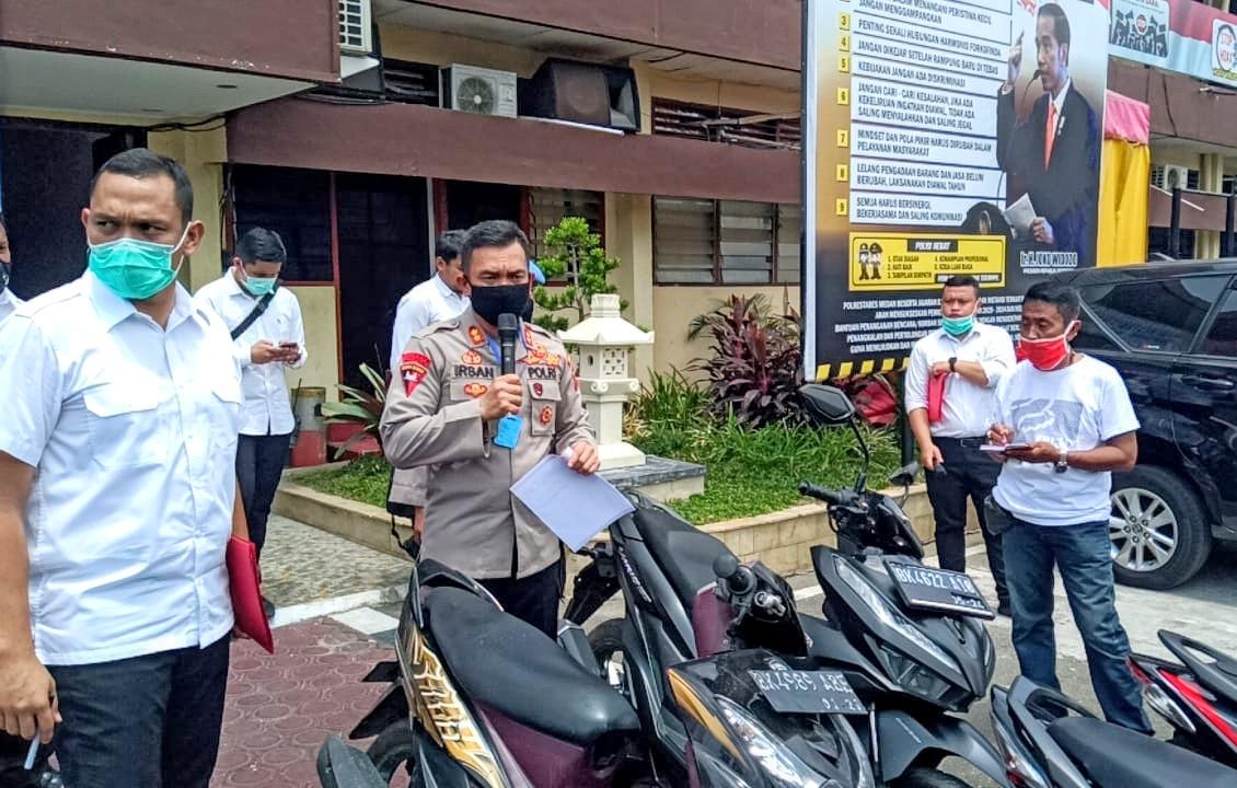 Wakapolrestabes Medan AKBP Irsan Sinuhaji saat paparan penindakan geng motor di Medan. Foto: Istimewa