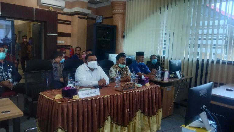 Wali Kota Sibolga, Syarfi Hutauruk saat mengikuti Video Conference (VidCon). Foto: istimewa