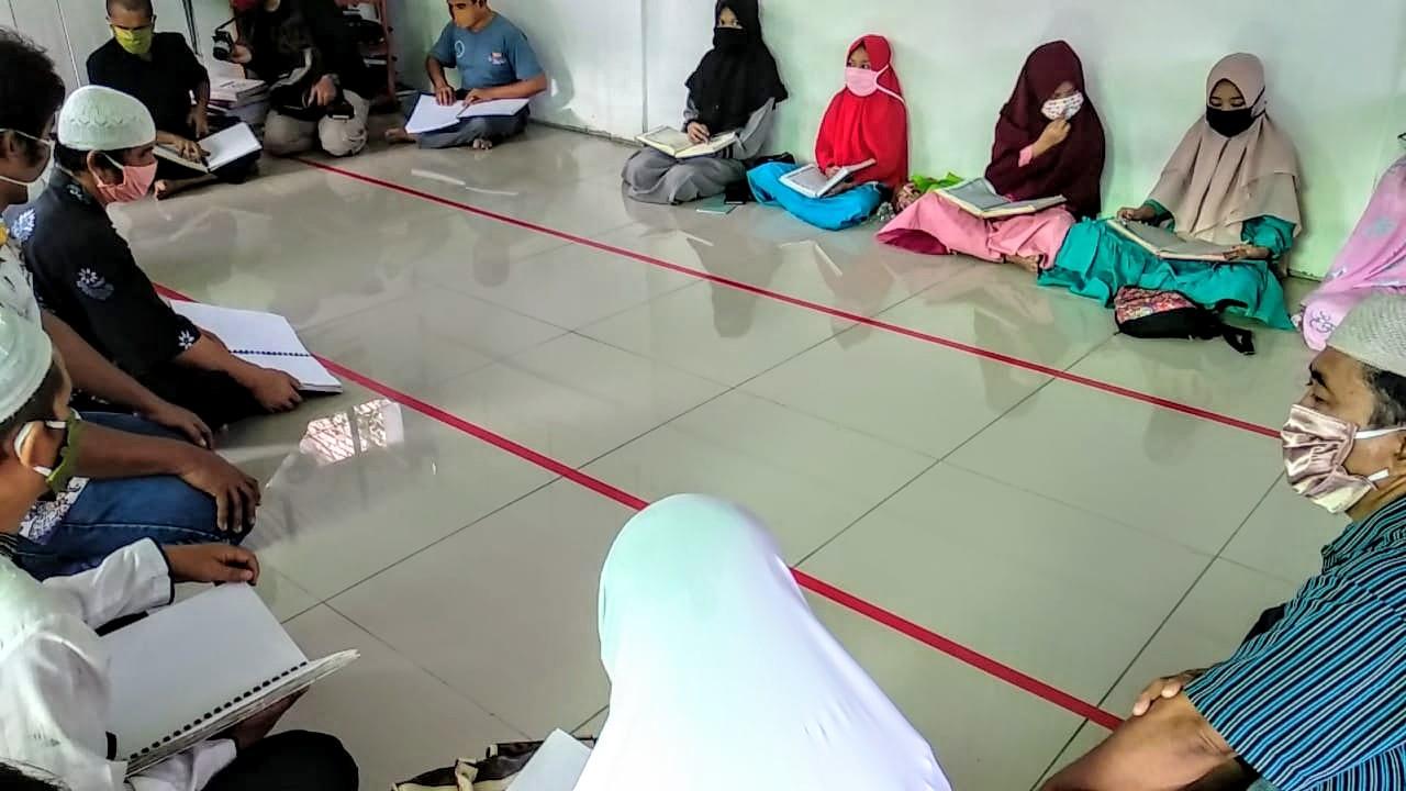 Tadarus Al Qur'an di Sekretariat Pertuni Sumatera Utara ditengah pandemi Corona. Foto: Rakyatsumut.com/Muklis