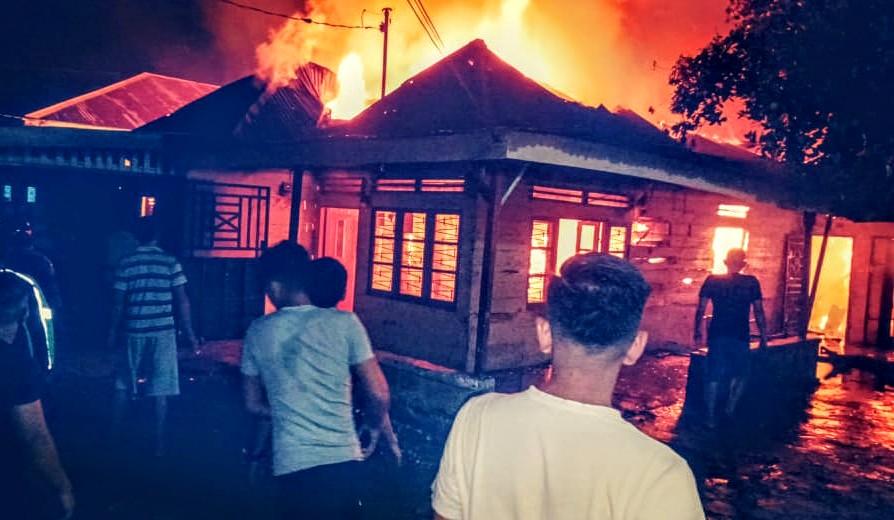 Satu unit rumah warga di Medan Denai hangus terbakar. Foto: Istimewa