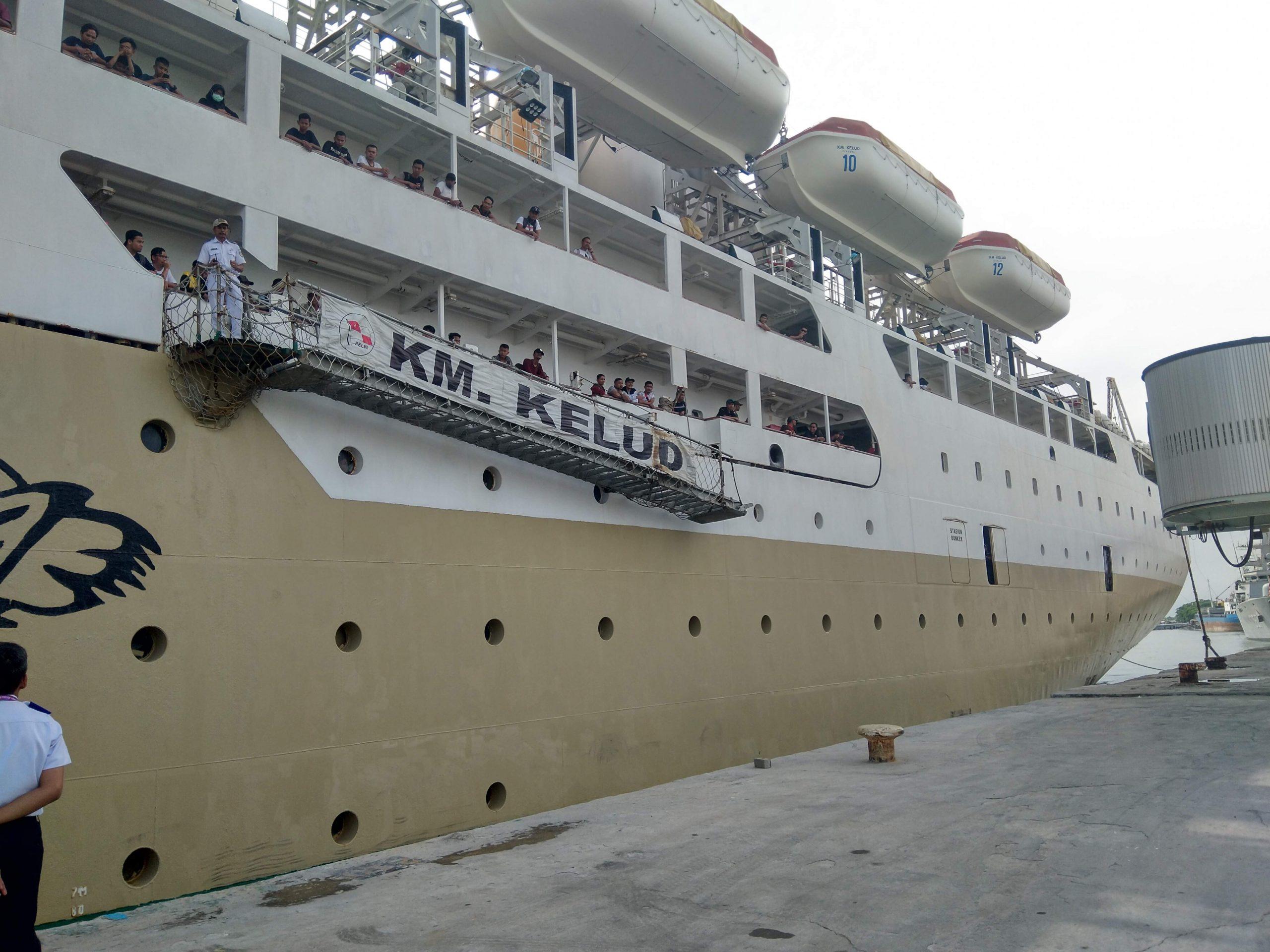 Kapal Motor Kelud saat sandar di dermaga Pelabuhan Bandar Deli, Belawan. Foto: Rakyatsumut.com / Ucis