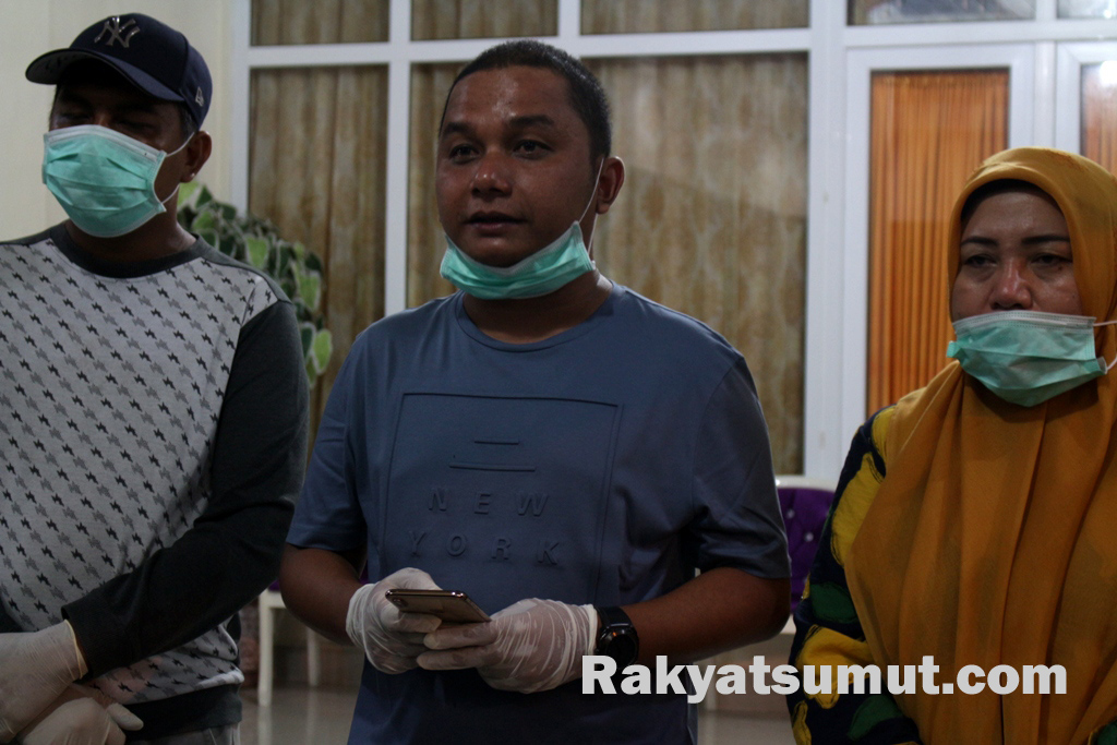 Bupati Tapteng, Bakhtiar Ahmad Sibarani saat keterangan pers terkait PDP. Foto: Rakyatsumut.com/ Damai Mendrofa