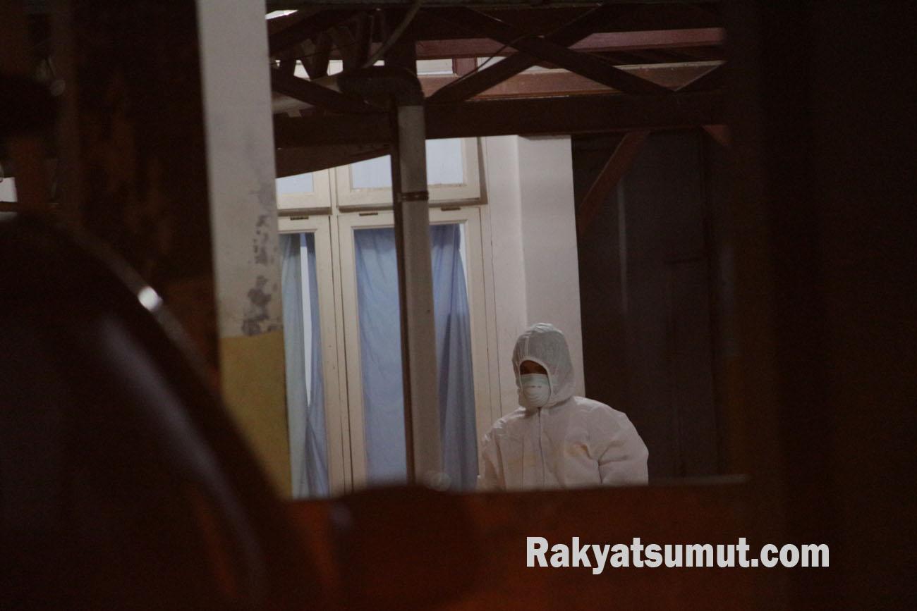 Ilustrasi Petugas Medis saat menangani pasien Covid-19. Foto: Rakyatsumut.com/ Damai Mendrofa