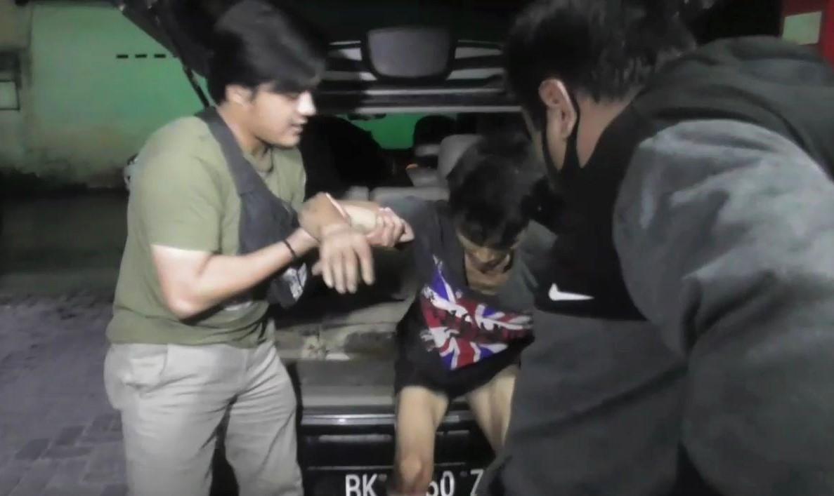 Pelaku pencurian dengan kekerasan saat di boyong ke Mapolsek Medan Kota. Foto: Istimewa