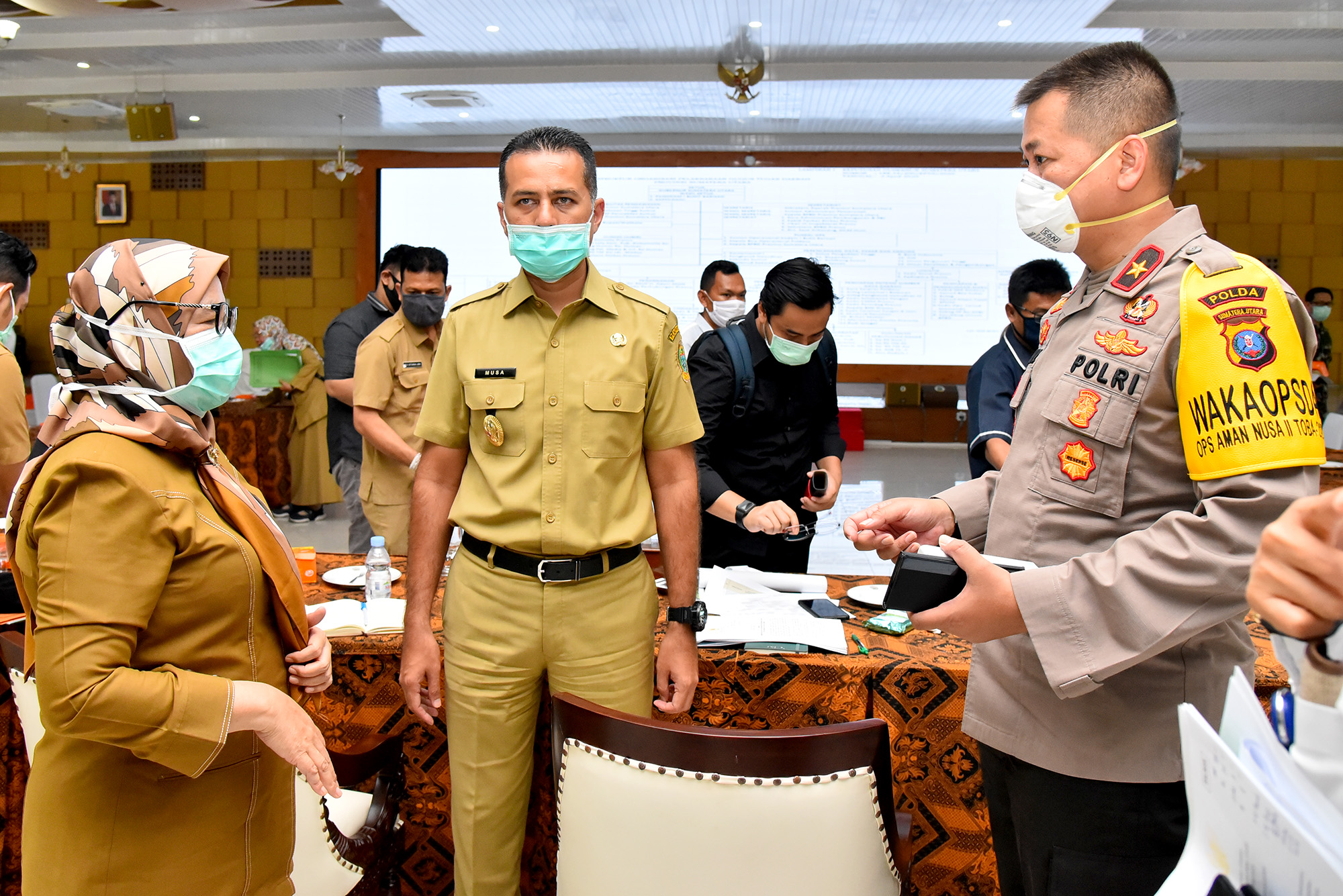 Wakil Gubernur Sumatera Utara, Musa Rajekshah didampingi Sekretaris Daerah, R Sabrina memimpin rapat koordinasi Gugus Tugas Percepatan Penanganan Covid-19 Sumut. Foto: Biro Humas dan Keprotokolan Setdaprov Sumut/ Veri Ardian