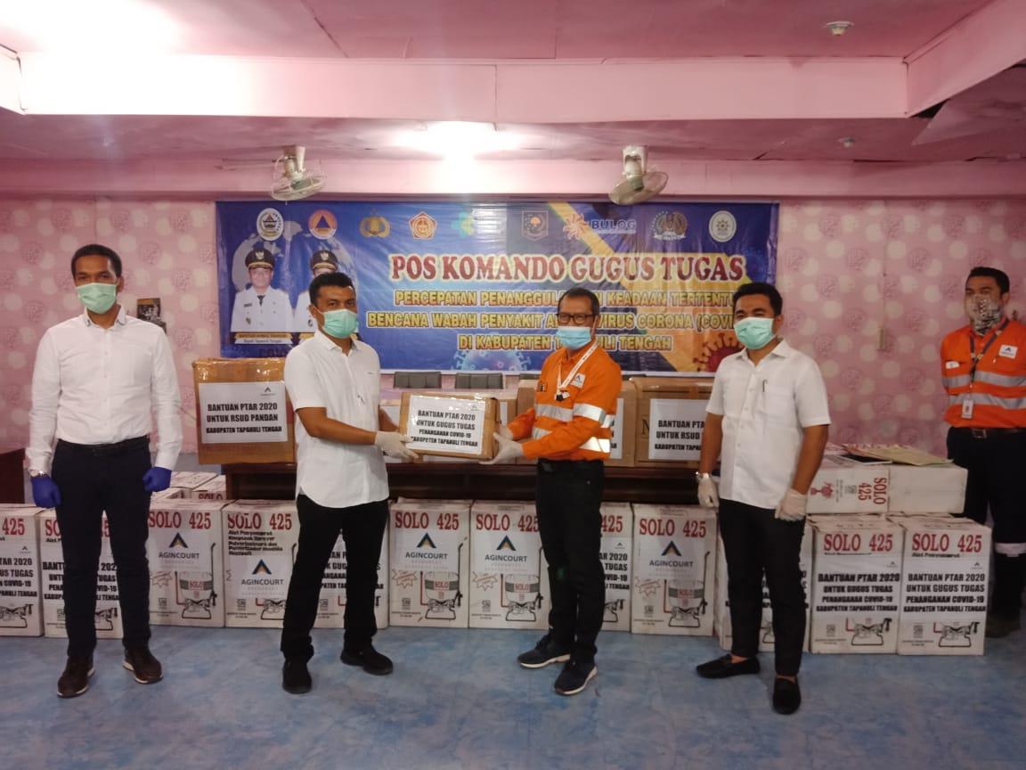 Seremoni penyerahan bantuan APD dan kebutuhan lain dari PTAR untuk Pemkab Tapteng. Foto: Rakyatsumut.com