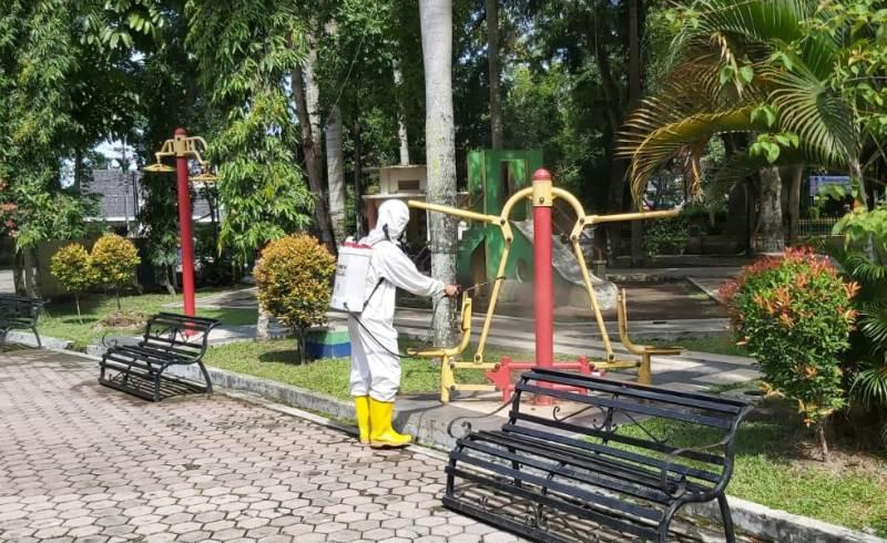 Penyemprotan di Taman Ahmad Yani Medan yang digelar Ditsamapta Polda Sumut. Foto: Istimewa