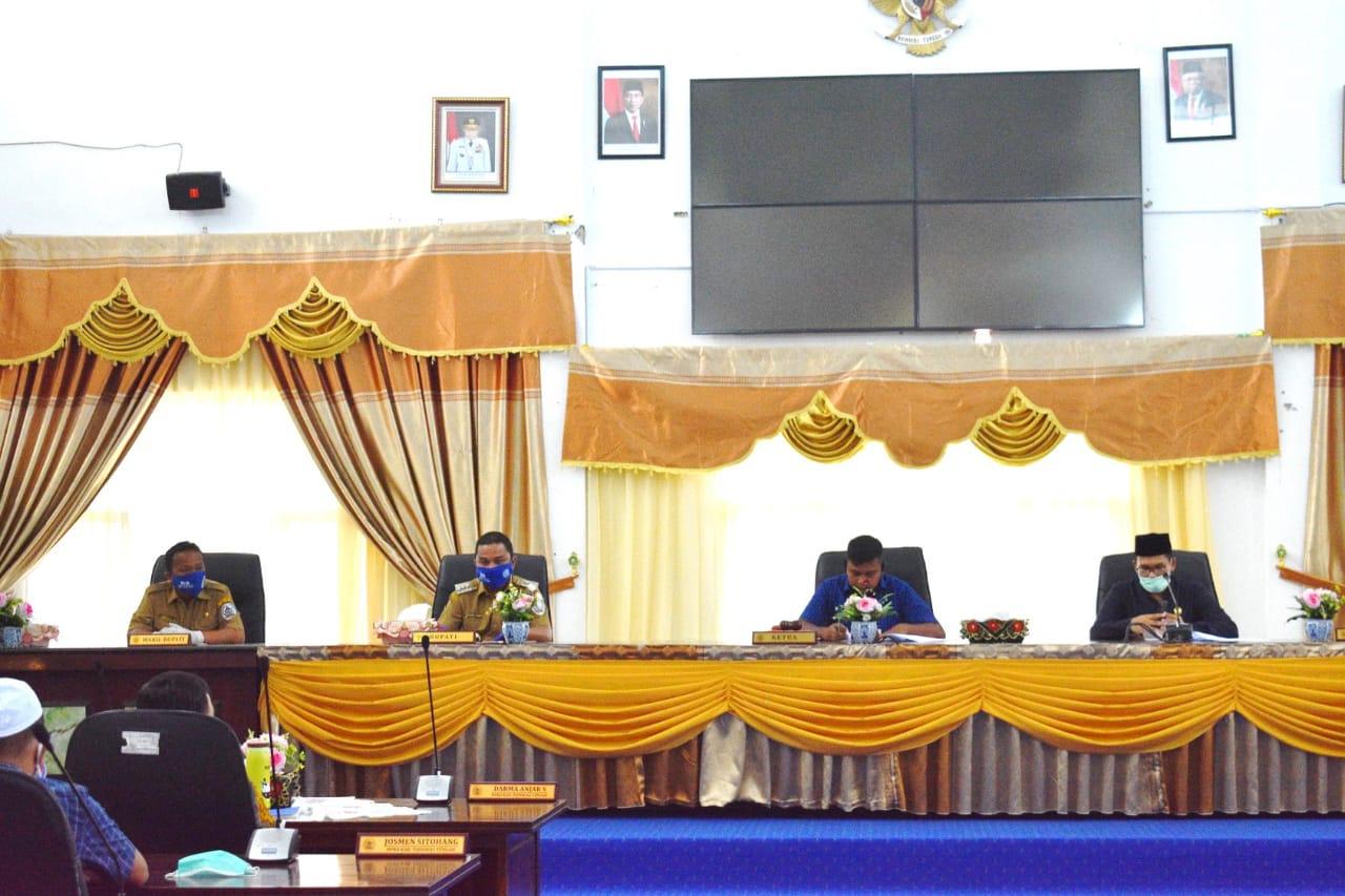 Rapat paripurna rekomendasi DPRD terhadap LKPJ Bupati Tapteng tahun 2019. Foto: Istimewa