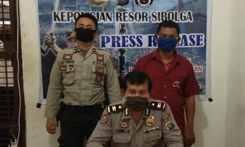Pemilik narkoba jenis ganja (mengenakan seragam merah maroon) yang diamankan Polres Sibolga. Foto: Istimewa