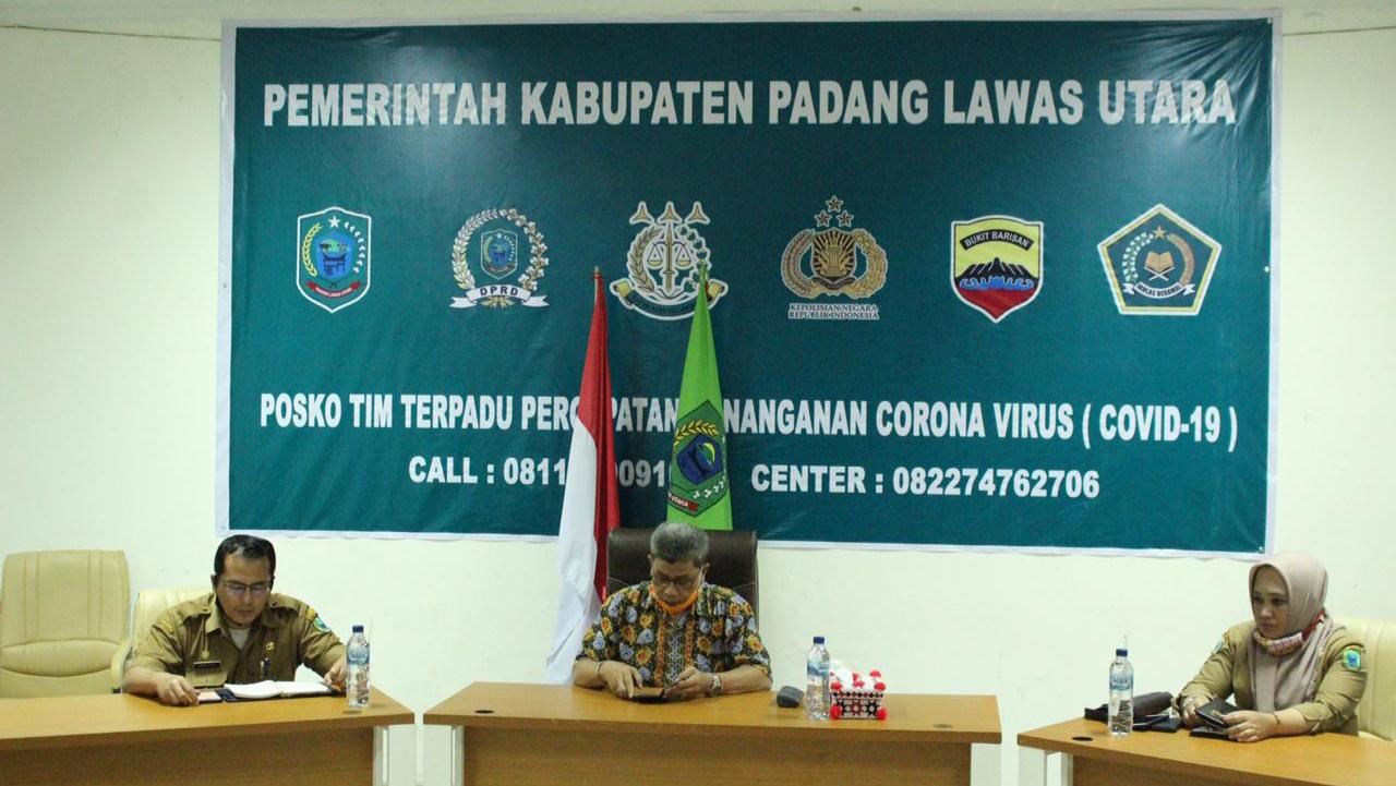 Tim Gugus Covid-19 Paluta gelar konferensi pers. Foto: Rakyatsumut.com/ Rifai Dalimunthe