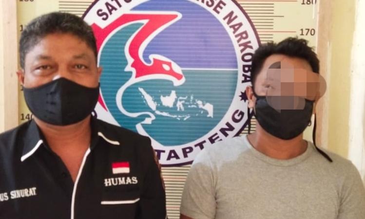 BS (kanan), pemilik narkoba jenis sabu yang diamankan personel Polres Tapteng. Foto: Istimewa