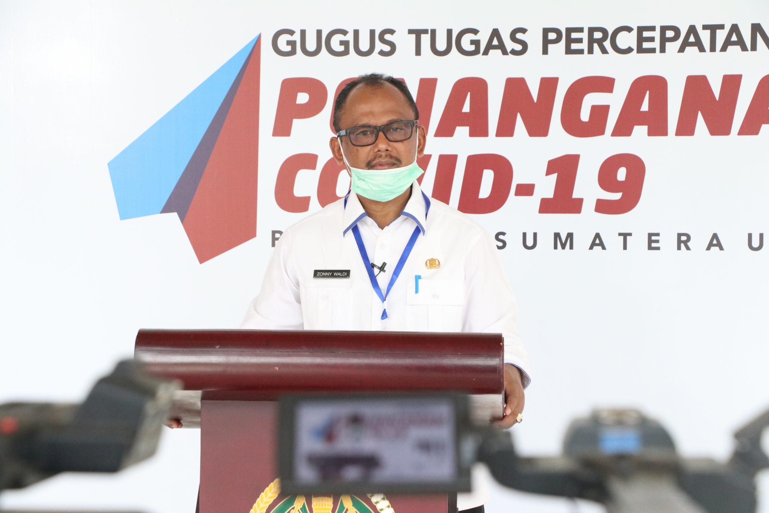 Kadisperindag Sumut Zonny Waldi saat memberikan keterangan pers di Posko Gugus Tugas Percepatan Penanganan (GTPP) Covid-19 Sumut, Pendopo Rumah Dinas Gubernur Sumut Jalan Sudirman Medan, Rabu (22/4).