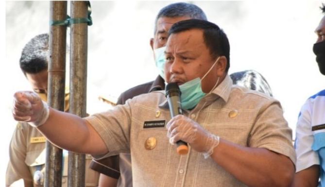 Wali Kota Sibolga HM Syarfi Hutauruk saat umumkan keringanan pembayaran rekening air. Foto: Istimewah
