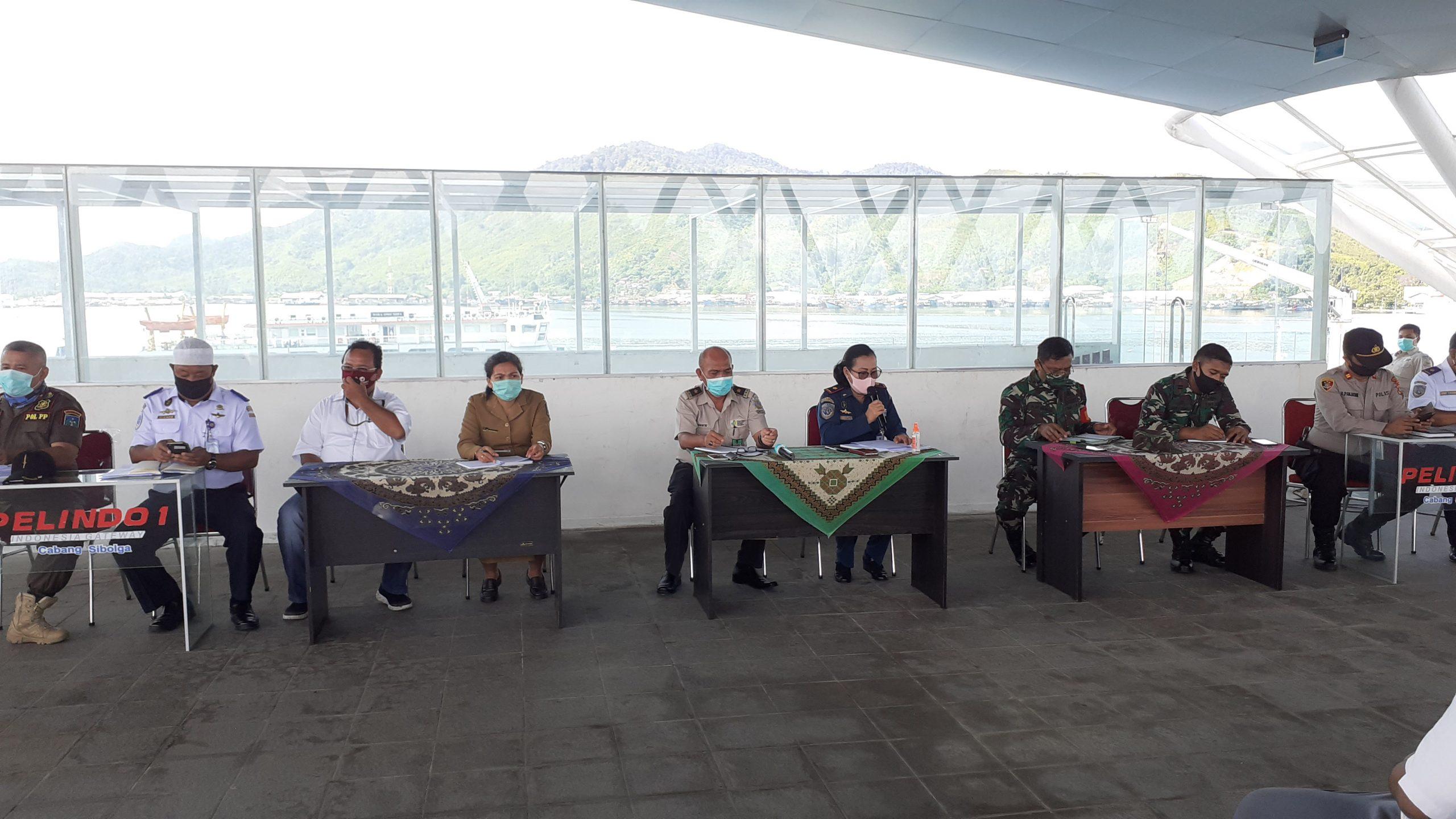Suasana saat rapat gabungan bersama Tim Gugus Tugas Percepatan Penanganan Covid-19 yang dipimpin kepala KSOP Sibolga. Rakyatsumut.com/ Mirwan Tanjung