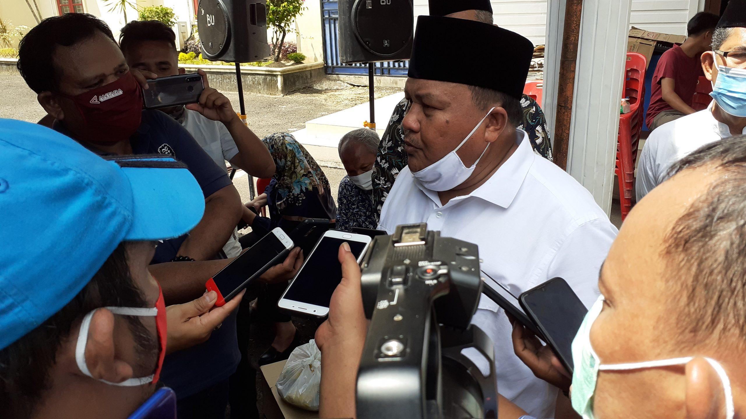 Wali Kota Sibolga HM Syarfi Hutauruk saat diwawancarai awak media. Foto: Rakyatsumut.com/ Mirwan Tanjung