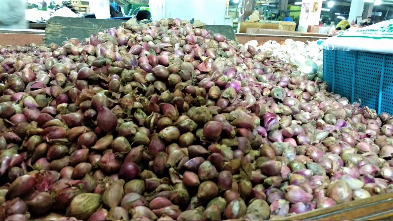 Komoditi bawang merah yang dijual di pasarn Kota Medan. Foto: Istimewa