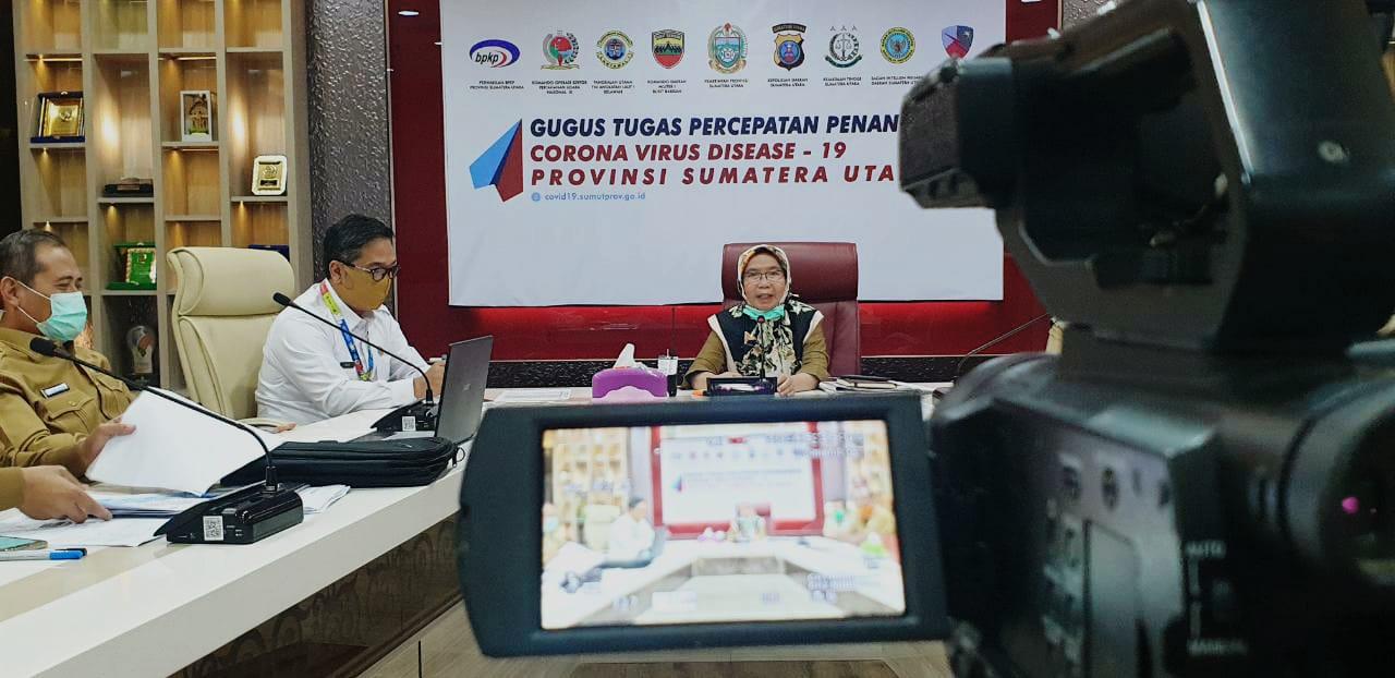 Sekretaris Daerah Sumut R Sabrina memimpin rapat jarak jauh menggunakan video conference dengan para Sekda Kabupaten/Kota se-Sumut, Selasa (5/5/2020).