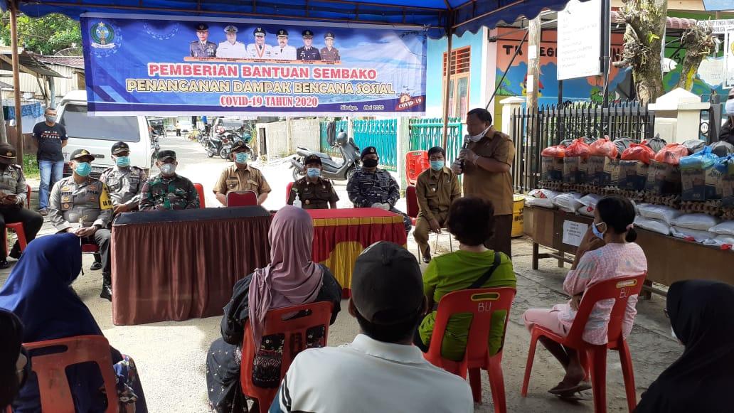 Wali Kota Sibolga saat memberikan arahan di Kelurahan Huta Tonga-tonga. Foto: Rakyatsumut.com/ Mirwan Tanjung