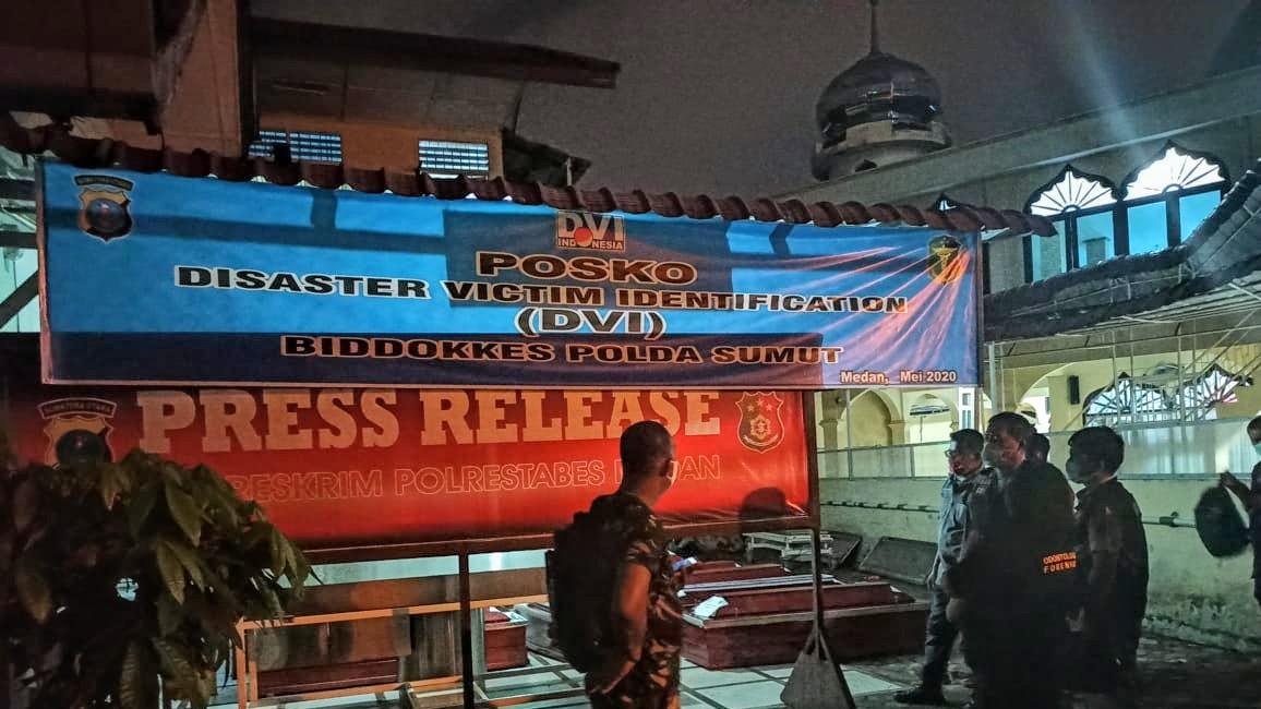 Posko Antemortem Rumah Sakit Bhayangkara Medan untuk mengumpulkan data dari pihak keluarga korban dalam proses identifikasi jenazah. Foto: Istimewa