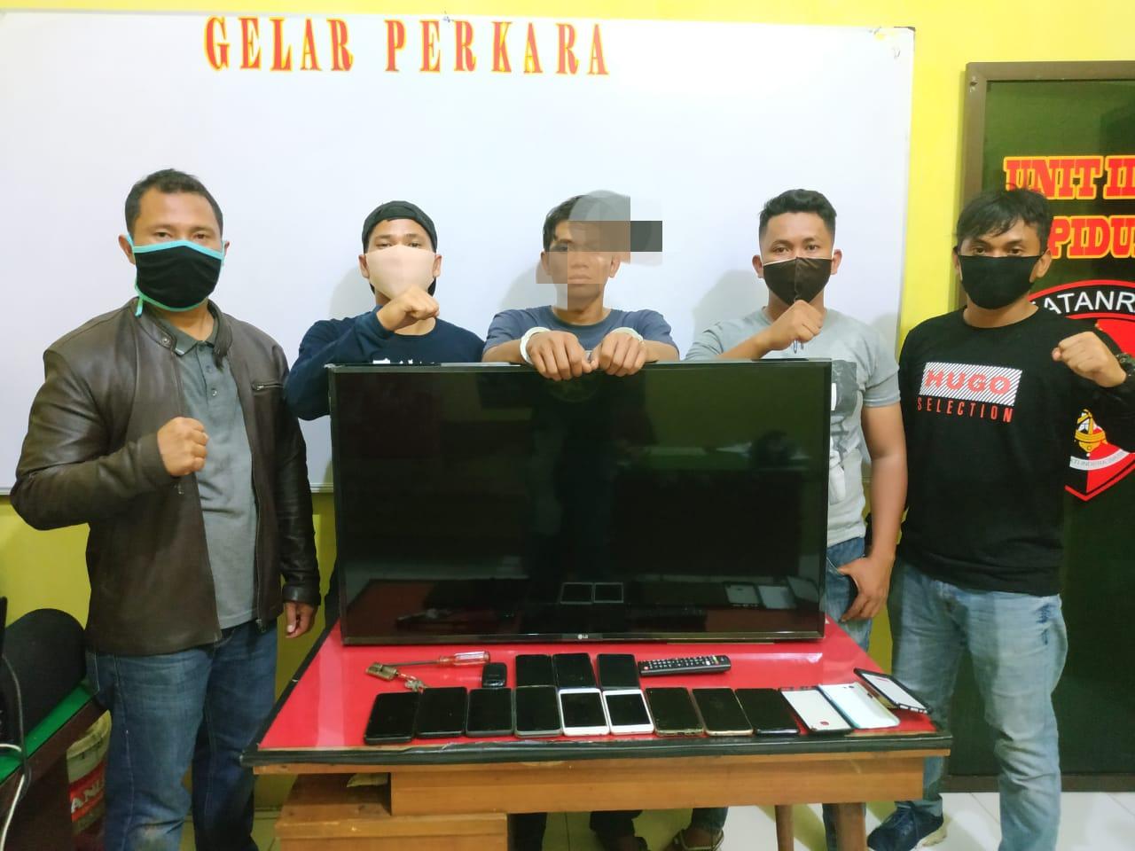 Pelaku pencurian CIP (21) warga Jalan Murai Ujung, Sibolga Selatan saat diamankan. Foto: istimewa