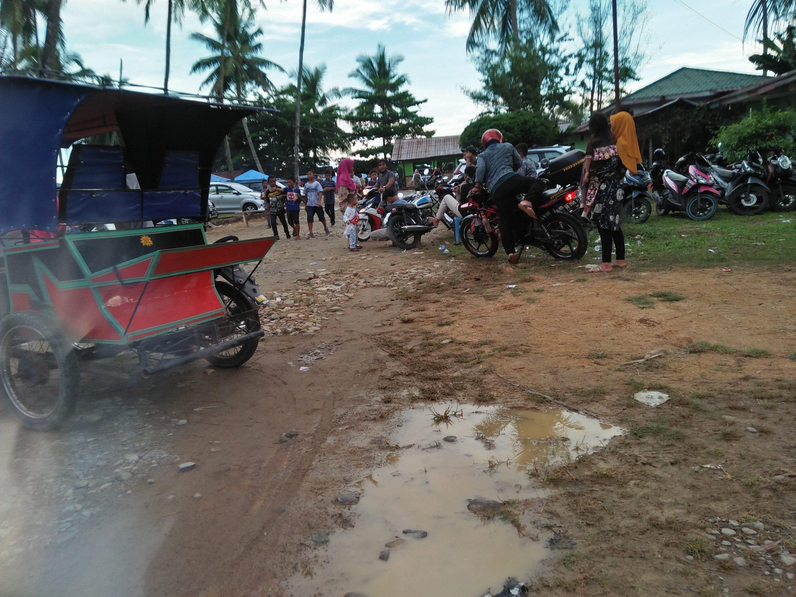 Warga saat berkunjung disalah satu wisata yang ada di Tapanuli Tengah. Foto: Rakyatsumut.com/ Rommy Pasaribu