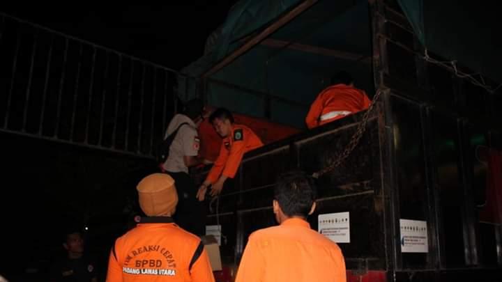 Bantuan sembako JPS yang bersumber dari APBD Provinsi Sumut tiba di halaman Kantor Bupati Paluta. Foto : Istimewa.