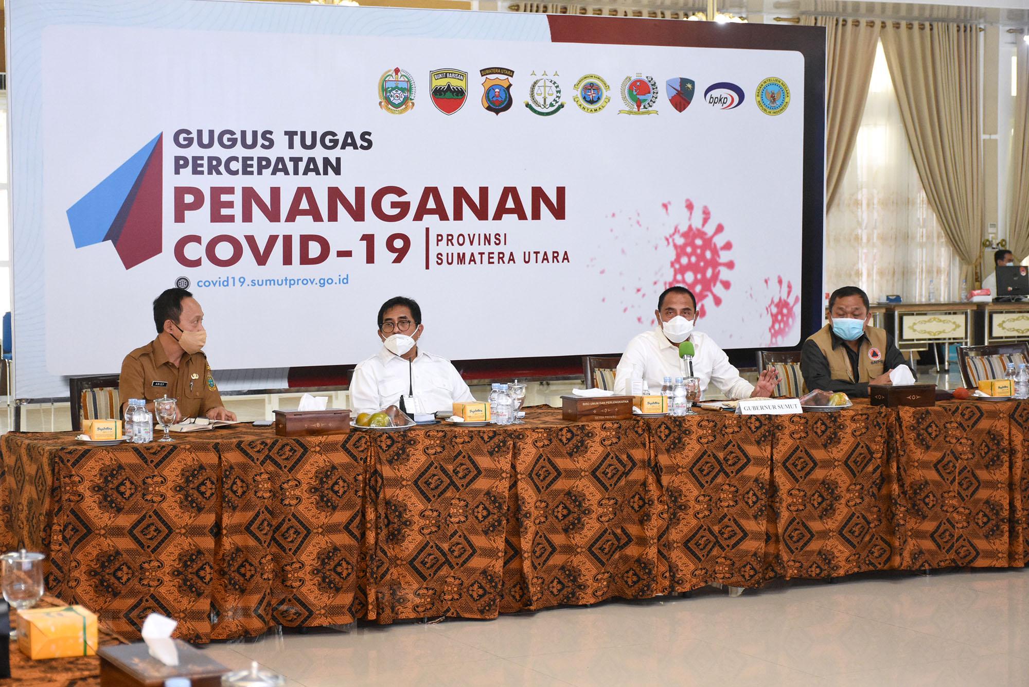 Gubernur Sumut Edy Rahmayadi memimpin Rapat Pengendalian Penumpang dalam Pengendalian Covid-19 di Pendopo Rumah Dinas Gubernur Sumut. Foto: Biro Humas dan Keprotokolan Setdaprov Sumut / Imam Syahputra).