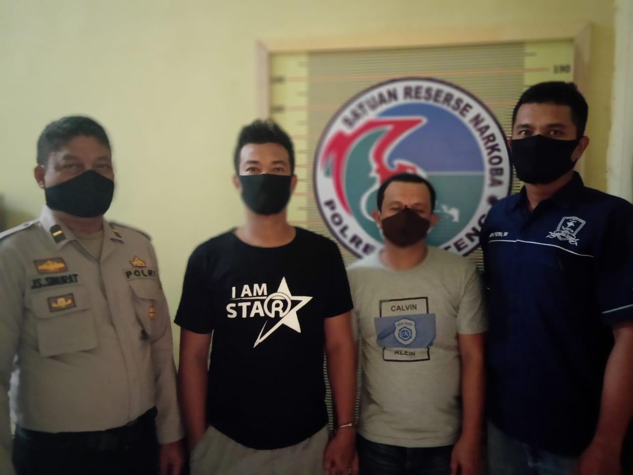 Dua tersangka saat diamankan Polres Tapteng. Foto: istimewa