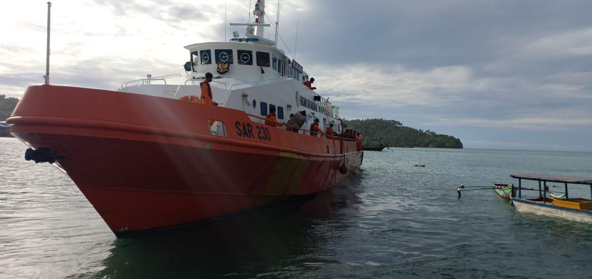 Kapal SAR saat melakukan pencarian 14 nelayan yang dilaporkan tenggelam di Nias Selatan. Foto: Istimewa