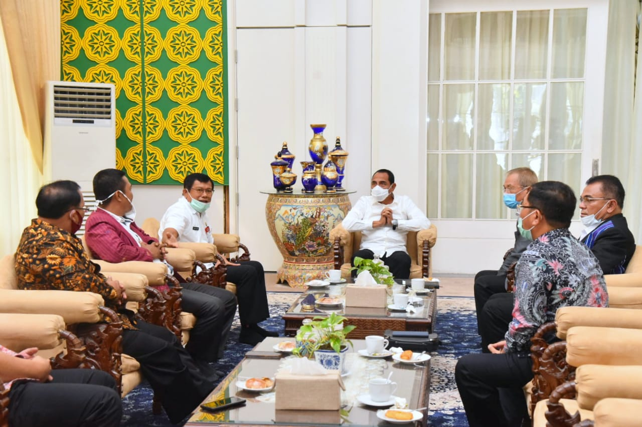 Gubernur Sumatera Utara (Sumut) Edy Rahmayadi menerima kunjungan silaturahmi dari Pimpinan Pusat GKPI Pdt Oloan Pasaribu dan Pdt RS Hutabarat serta rombongan. Foto: Biro Humas dan Keprotokolan Setdaprov Sumut/ Veri Ardian