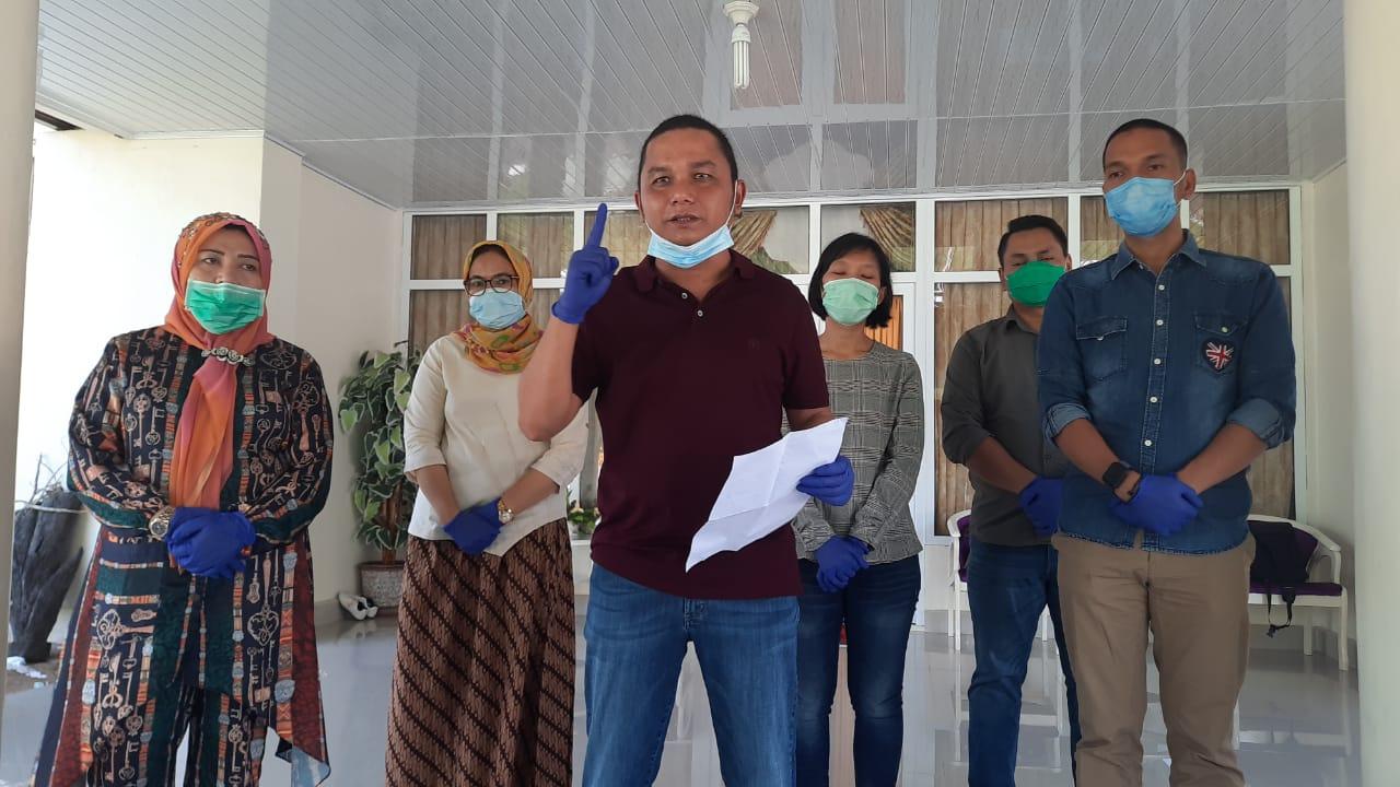 Bupati Tapanuli Tengah, Bakhtiar Ahmad Sibarani saat memberikan keterangan pers. Foto: istimewa