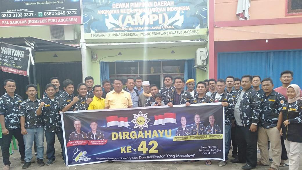 Keluarga Besar DPD AMPI Paluta gelar foto bersama. Foto: Rakyatsumut.com/ Rifai Dalimunthe.