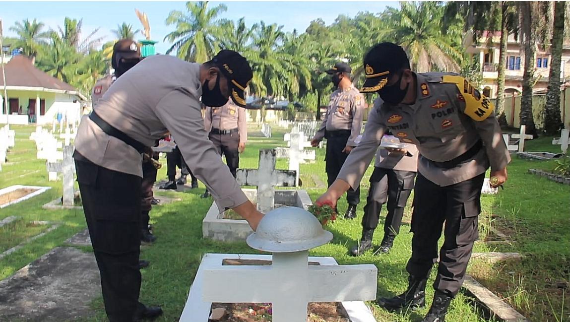 Kapolres Sibolga AKBP Triyadi bersama Kapolres Tapanuli Tengah AKBP Nucolas Dedy Arifianto. Foto: istimewa