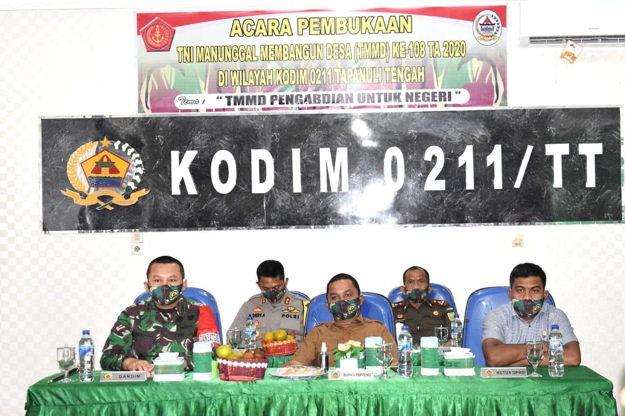 Bupati Tapanuli Tengah, Bakhtiar Ahmad Sibarani saat membuka TMMD ke 108. Foto: istimewa