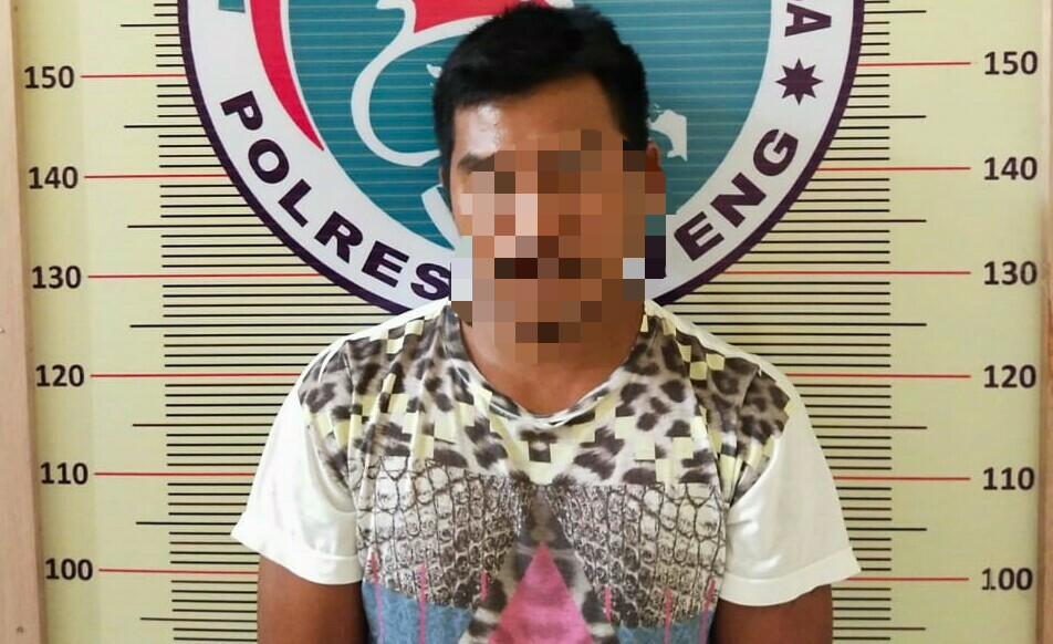Tersangka saat diamankan di Polres Tapteng. Foto: istimewa