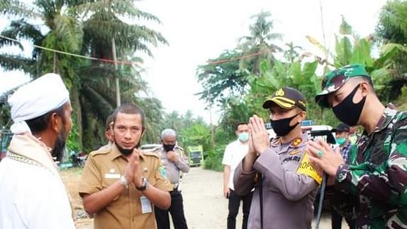 Bupati Paluta bersama Kapolres Tapsel dan Dandim 0212 Tapsel berpamitan usai lakukan sosialisasi. Foto: Istimewa